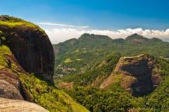 美丽的热带雨林山 库存照片