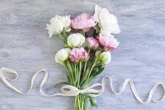 美丽的牡丹花束  免版税图库摄影