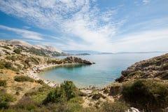 美丽的狂放的海滩在海岛Krk 图库摄影