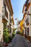 美丽的狭窄的街道在Almunecar Almuñécar老镇 库存图片