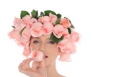 美丽的珠宝玫瑰妇女年轻人 免版税库存照片