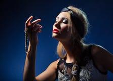 美丽的珠宝legant妇女 免版税库存图片