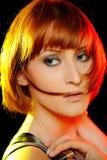 美丽的理发纯皮肤时髦的妇女 免版税图库摄影
