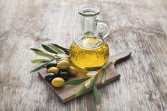 美丽的瓶穿戴的油橄榄香料 库存图片
