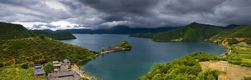 美丽的瓷湖 免版税库存照片