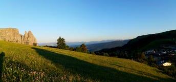 美丽的田园诗阿尔卑斯和山在白云岩 图库摄影
