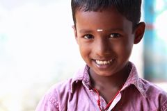 美丽的男孩印第安小的村庄 免版税库存照片