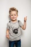 美丽的男孩愉快的快乐的小的纵向 免版税图库摄影