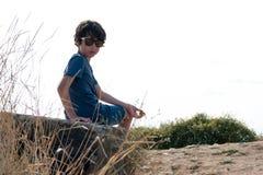 美丽的男孩纵向 图库摄影