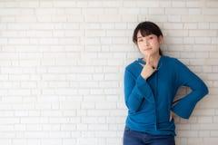 美丽的画象年轻亚裔妇女确信认为与水泥和具体背景 库存照片