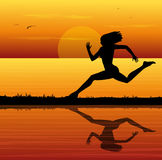 美丽的白种人中国女性混合的族种赛跑者运行中线索火山妇女 免版税库存照片