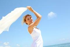美丽的白肤金发的佩带的白人妇女 图库摄影