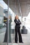 美丽的白肤金发的女商人 免版税库存图片