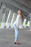 美丽的白肤金发的女孩 图库摄影