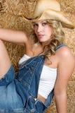 美丽的白肤金发的女牛仔 免版税库存图片