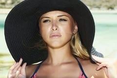 美丽的白肤金发的妇女在hat.paradise海岛 免版税图库摄影