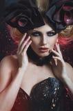 美丽的白肤金发的妇女画象黑暗的性感的束腰的 免版税图库摄影