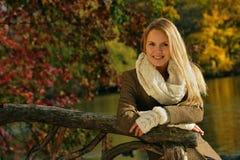美丽的白肤金发的妇女画象  库存图片