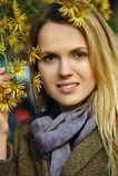 美丽的白肤金发的妇女画象  免版税库存图片