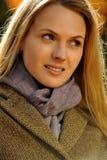 美丽的白肤金发的妇女画象  免版税库存照片