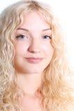 美丽的白肤金发的妇女年轻人 免版税库存照片