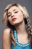 美丽的白肤金发的妇女 免版税图库摄影