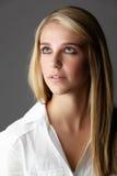美丽的白肤金发的妇女 免版税库存照片