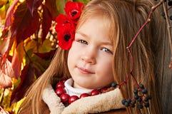 美丽的白肤金发的小女孩纵向  免版税库存照片