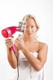 美丽的白肤金发的干毛发她的妇女 免版税库存图片