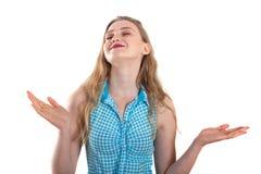 美丽的白肤金发的微笑的女孩表现出情感用被张开的手 免版税库存图片
