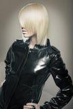 美丽的白肤金发的时装模特儿年轻人 库存图片