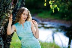 美丽的白肤金发的模型年轻人 免版税库存照片