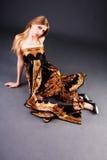 美丽的白肤金发的礼服楼层女孩 免版税库存图片