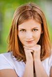美丽的白肤金发的纵向年轻人 免版税库存照片