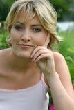 美丽的白肤金发的纵向 免版税库存图片