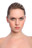 美丽的白肤金发的蓝眼睛女孩做自然  库存照片