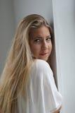 美丽的白肤金发的蓝眼睛妇女 库存图片