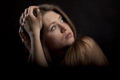 美丽的白肤金发的蓝色黑眼睛妇女年&# 免版税库存照片