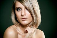 美丽的白肤金发的表面女孩 免版税图库摄影