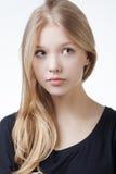 美丽的白肤金发的青少年的女孩画象 图库摄影
