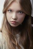 美丽的白肤金发的青少年的女孩画象 库存照片