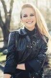 年轻美丽的白肤金发的直发画象  免版税图库摄影