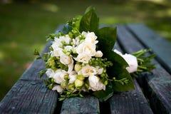 美丽的白色婚礼花束 免版税图库摄影