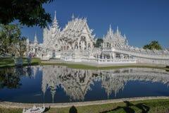 美丽的白色寺庙在泰国 免版税库存照片