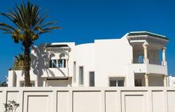 美丽的白色房子 免版税库存照片
