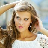 美丽的白色服装妇女年轻人 库存图片