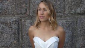 美丽的白色服装妇女 股票录像