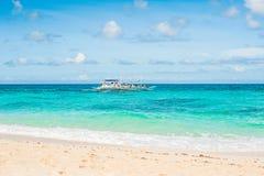 美丽的白色沙子海滩博拉凯 免版税库存照片