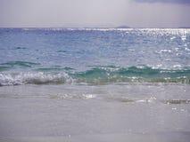 美丽的白色沙子海滩和热带土耳其玉色海 图库摄影
