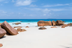 美丽的白色沙子海滩在塞舌尔群岛 图库摄影